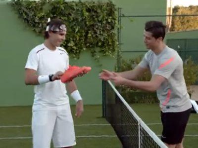 【スポーツ用品】テニスvsサッカーの夢の対決
