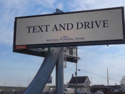 【交通安全】運転しながらスマホ操作を続けましょう!