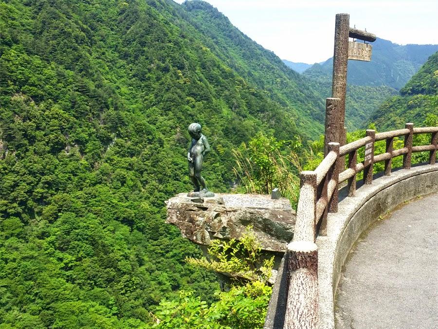 祖谷渓の小便岩