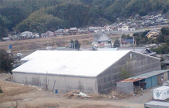 裏山から撮った倉庫の写真